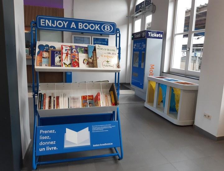 Une boîte à livres en Gare de Braine-le-Comte